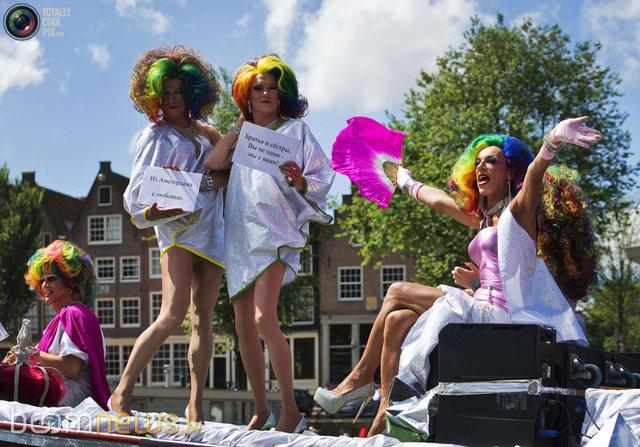 Амстердам хотод Гей фестивал болж байна. Гей залуусын хүсэн